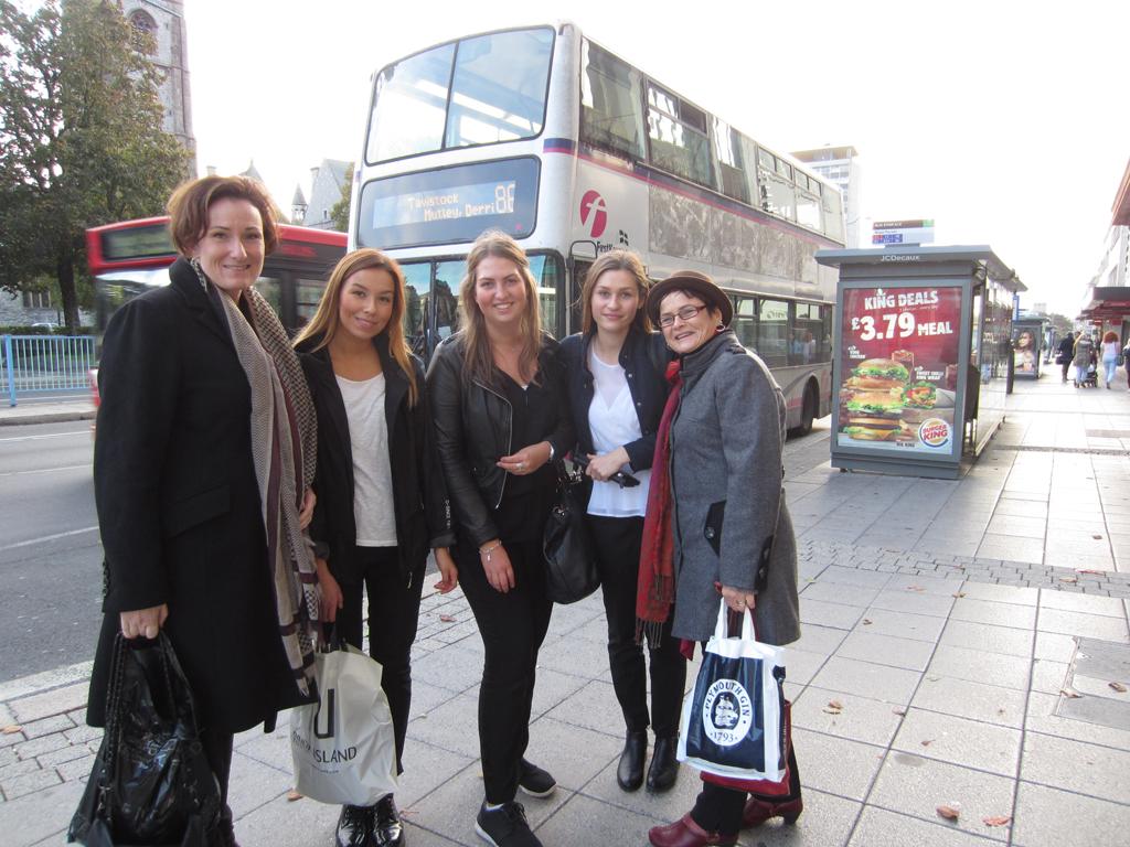 Johanna, Olivia och Silvija med lärarna Gabriella och Beret